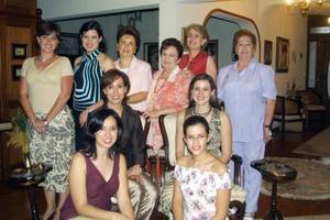 Una despedida de soltera le ofrecieron a Patricia Cárdenas, preparada por Cristina de Yarza, Nora de González, Bertha de Zuñiga y Bety de Luján, ella se casará con Rodrigo Marroquín Calero.