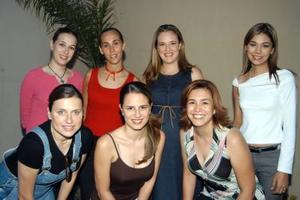 Paty Galván de Ramírez con un grupo de amistades organizadoras de su fiesta de canastiila ellas son, Alicia Guizar, Ale Humphrey, Pilar García Colores, Brenda Soto Iziar de Cuesta y Mary de Muñoz.