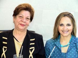 Mary de  Nahle y Cristina Nahle en una despedida de soltera.