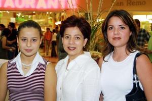 Chepina Saldaña, Josefina de Saldaña y Sandra García.