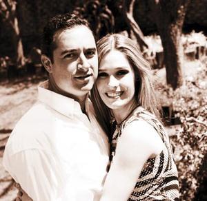 Guillermo Arena Barroso y Astrid Alatorre Serna contrajeron matrimonio recientemente.