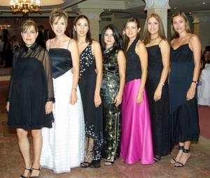 María Acuña de Flores, Nidia Villarreal de Acuña, Brenda Flores de Máynez, Esther Acuña, Maribel Ruiz, Conchita de Lerma y Sandra Destenave.