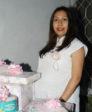 Irma Angélica Corona de Ochoa en la fiesta de canastilla que le ofreció Marcela Corona Muñiz.