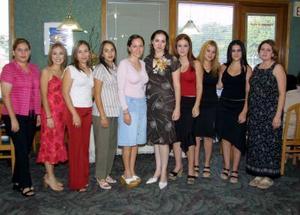 Margarita Silveyra Ponce se casará con Luis Manuel Beltrán  y por ello fue festejada con una despedida de soltera.