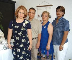<u> 06 de septiembre </u> <p> Nohemí Acevedo Mares y Eduardo Saucedo Escobedo en el convivio que les ofrecieron por su boda a celebrarse el próximo cuatro de octubre.