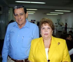 Victoriano González Faya y Banchis de la Garza de González viajaron a Huatulco Oax. en plan vacacional.