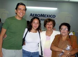 A Holanda se trasladó Gema García Luján y fue despedida por su mamá Elsa Ávila, Gema Ávila y Arturo García