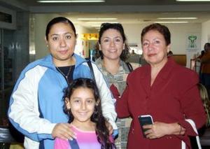 <u> 07 de septiembre </u> <p> Hacia Atenas viajó Ana García y fue despedida por su mamá Carmen Alvarado y por Carmen García y Carmen Sofía.