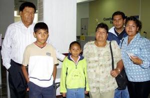 José Martínez  y María de la Luz Fuentes viajaron a Tijuana y fueron despedidos por la familia López Martínez.