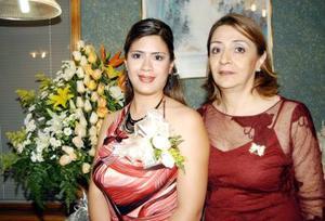 Mónica Velázquez Robles en compañía de Emilia Robles Romero quien recientemente le ofreció una fiesta de despedida.
