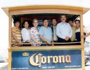 Cristian Mayela Estrada, Graciela Larrañaga, Gilberto Méndez, José Luis Luévano, Ricardo González, Alberto Palomares y Carlos Terrazas, ex compañeros de clase de la Escuela de Odontología en pasada reunión.