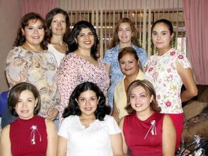 Gabriela Frayre de Ruelas en compañía de Cristina Alonso, Claudia de Medrano, perla Frayre, Érika Rayel, Mayela de Ávila y Fátima Rosales, en la fiesta de canastilla que le ofrecieron recientemente.
