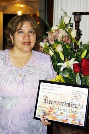 La inspectora de la Zona Escolar, Elba Garza Valdés, fue festejada al cumplir 30 años de servicio en el Magisterio.