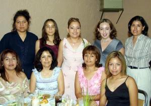 En compañía de las asistentes a su fiesta de despedida aparece Zaide Zulema Zúñiga Sandoval, las anfitriona  fueron Ignacia Sandoval de Zúñiga y Raquel Castillo de Bordallo.