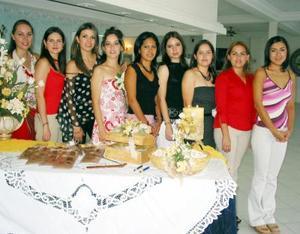 María del ïlar Murguía Martínez acompañada de Eva Albores, María de Calderón, Susana Caldera, Mariana Arista, Cynthia Arce, Sabrina de la Fuente y Cristina Castillo.