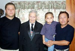 Pedro Torres López, Pedro Torres Arellano, Pedro Torres López y Pedro Torres Carranza forman cuatro generacioens de estimable familia de la Comarca Lagunera.