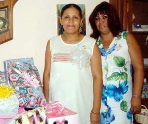 Para celebrar la cercana llegada de su bebé fue ofrecido un convivio en honor de la señora Dina Érika Cedillo de Ortiz, organizado por Norma Laura Martínez.