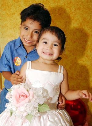 <u> 07 de septiembre </u> <p>  Vanesa Elizabeth Flores López con su hermano Luis Fernando, en la fiesta que le ofrecieron para celebrar sus tres años de vida.
