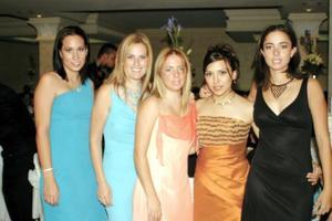Chelito Macías, Samantha Cantú, Érika Gama, Liliana Suárez y vanesa Gidi, captadas en la recepción matrimonial de la pareja García Suárez.