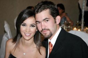 Aurora Gutiérrez Mansur y Carlos Valdés Bohigas, en reciente festejo de boda.