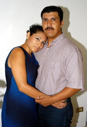 Alejandro Chávez Galindo y Lilian Esparza Carbajal disfrutaron de una despedida de solteros que les ofrecieron.
