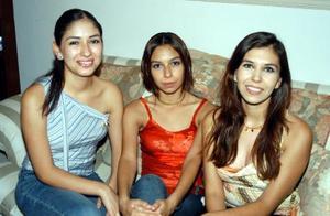 Claudia Elena, Laura y Lily Marmolejo  Rodríguez.