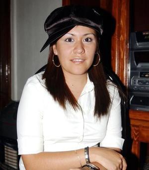 <U> 11 de septiembre </u> <p> Cathy García Juárez en la fiesta de bienvenida que le ofercieron sus papás los señores Baldo García y Mireya Juárez y su hermano José García.