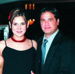 Gaby Córdova de Fernández y Richo Fernández.