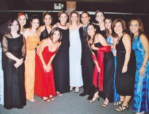 Francisco J. Camacho con sus amigas, Anita, Arlette, Moyel, Marcela, Brenda, Gabriela, Valeria, Cristina, Karla, Sandra, Laura y Gaby , el dia de su boda con Tahany Jalil.
