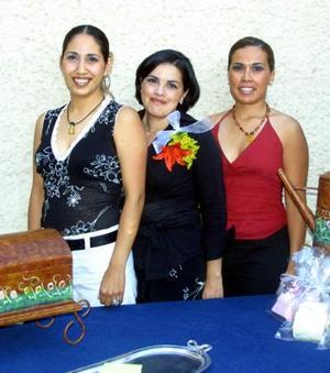 Susana Ortiz Villarreal con las anfitrionas de su segunda despedida de soltera Yadira Cháirz y Selene Ortiz.