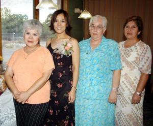 <u> 12  de septiembre </u> <p> Sandra Natalia Hernández Ruiz con las anfitrionas de su fiesta de canastilla, Rita P. de Guerra, Alicia L. de Ruiz y Amalia F. de Ruiz.
