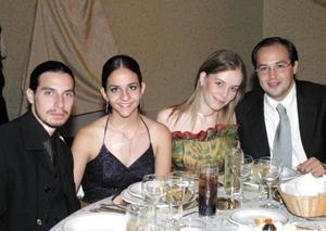 <u> 12  de septiembre </u> <p> Toño Fahur y Fabiola Mexsen de Fahur, Cristina Martínez de Pérez y Fer Pérez.