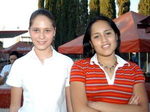 Ana Isabel Iriondo y Estefanía García Villanueva en las fiestas de Covadonga en el Parque España.