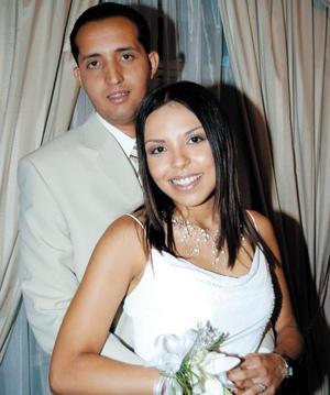 Leonardo Cordero Tafoya y Olga Georgina Darwich Goitia contrajeron matrimonio recientemente.