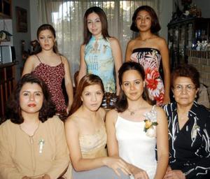 <U> 12 de septiembre </u> <p> Marcia Muñoz acompañada de Jessica, Zayra, Fabiola, María Luisa, Diana y María de Jesús en su fiesta de despedia