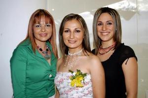 <U> 13 de septiembre </U> <P> Susy Juárez Bassol, la novia Mónica Rodríguez y Emilia Sánchez Salama.
