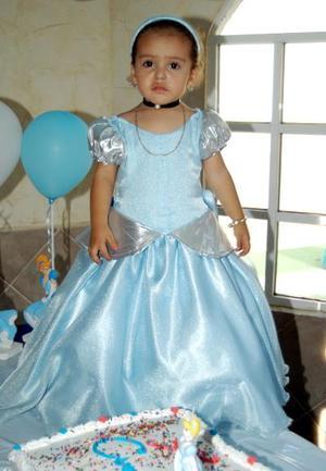 <U> 13 de septiembre </u> <p> Un hermoso vestido portó en su fiesta de cumpleaños la niña María Fernanda Cháidez Beltrán.