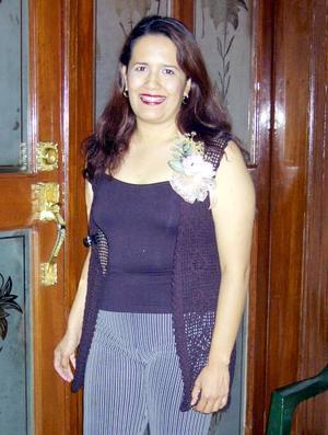 Leonor Adriana Salazar Cortinas contrajo matriminio con Fernando Sida Díaz el pasado seis de septiembre y por ello le ofrecieron una despedida de soltera.