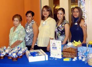 Liliana Peñaloza de Luján con damas asistentes a la iesta de canastilla que le ofreció Alma Luján Aguilar.