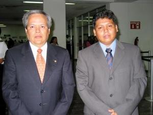 Carlos Igualate y Néstor González se trasladaron a México para asistir a una junta de trabaio.