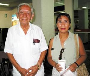 José María Sifuentes y su hija Amparo Sifuentes Luna viajaron a Mazatlán.