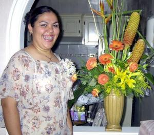 Un festejo pre nupcial le ofrecieron a Yéssica de la Cruz García organizado por Irma Yolanda Barajas, ella se casará con Eduardo Ochoa.