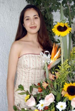 <u> 15 de septiembre </u> <p> Una fiesta de despedida fue ofrecida en honor de Rosa María Aguilera Moreno, quien contraerá matrimonio con Roberto Contreras Godoy el 11 de octubre de 2003
