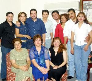 Elizabeth González de Hoyos celebró su cumpleaños con un convivio que fue organizado por Juan Carlos García.