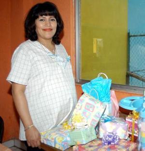 Martha Imelda Gutiérrez Salas diisfrutó de una fiesta de canastilla con motivo del cercano nacimiento de su bebé.