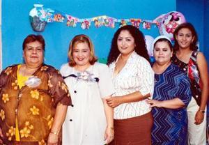 -Mirna Cárdenas de Olvera junto a las anfitrionas de su fiesta de canastilal Socorro Olvera, Claudia Ayala, Mirna de Cárdenas  y Sandra de Cárdenas.