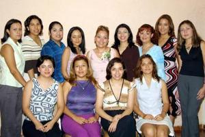 <u> 14 septiembre 2003 </u> <p> Zaide Zulema Zúñiga Sandoval con un grupo de damas asistentes a su despedida de soltera en la que fueron anfitrionas su mamá Ignacia S. de Zúñiga y Raquel C. de Borballo.