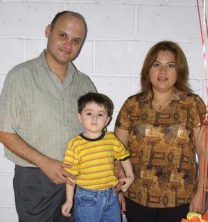 El pequeño Emilio fue festejado en su tercer cumpleaños por sus padres Pedro Vélez Tavares y Mónica Lozano de Velez.