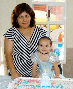 María Fernanda Cháidez Beltrán junto a su mamá Giovanna Griselda Beltrán el día que festejó su segundo cumpleaños.