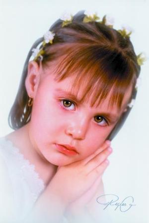 Niña Sayra Cristal Madrigal Ramírez en una fotografía de estudio. Ella es hija de la señora Diana Madrigal Ramírez.